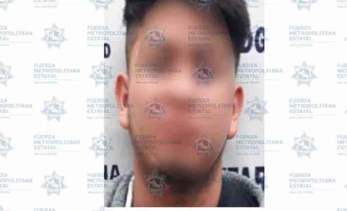 Joven es arrestado por presunta agresión contra su madre
