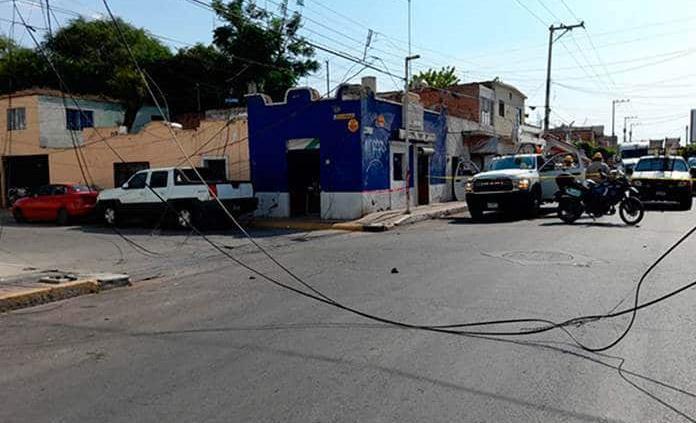 Tráiler derriba cables y causa apagón en Soledad