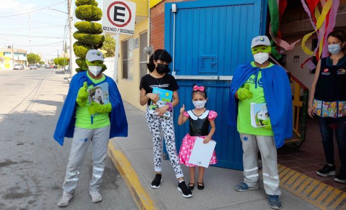 Vestidos de superhéroes, recolectores de Red Ambiental llevan alegría a los niños de la capital