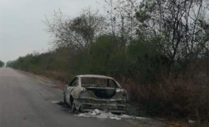 Se incendia un vehículo en la carretera Tamuín-San Vicente