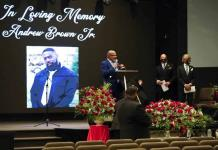 Deudos se reúnen para el funeral de Andrew Brown Jr.
