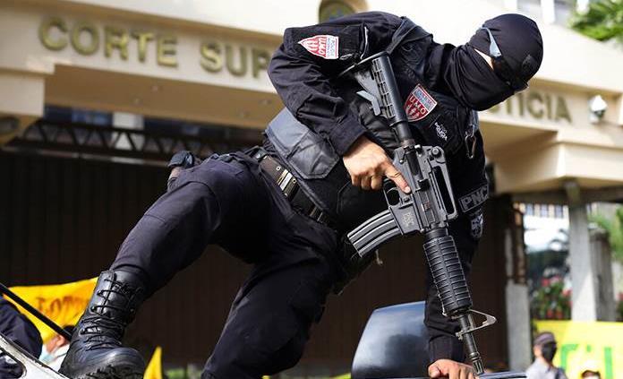 La ONU pide respeto a la Constitución tras destitución de magistrados en El Salvador
