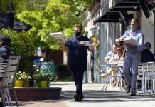 Ayuda por COVID impulsa a restaurantes en EEUU