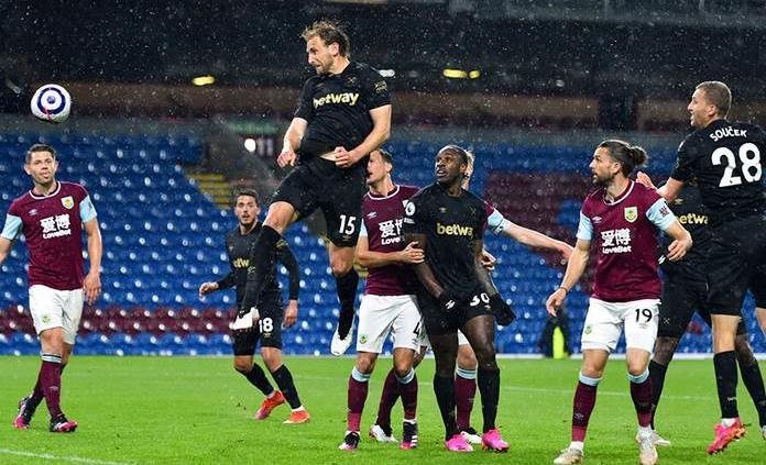 Un doblete de Antonio mantiene vivo al West Ham en la lucha por Liga Campeones