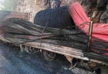 Se quema un tráiler con varilla en la autopista Valles-Rayón