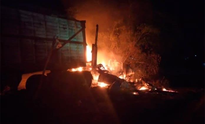 Fuego consume tráiler frente al ingenio Alianza Popular