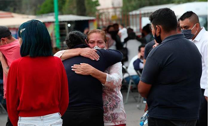 Familias exigen justicia al identificar los muertos en la Línea 12 del Metro