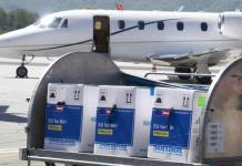 La UE entrega vacunas a Balcanes; compite con China y Rusia