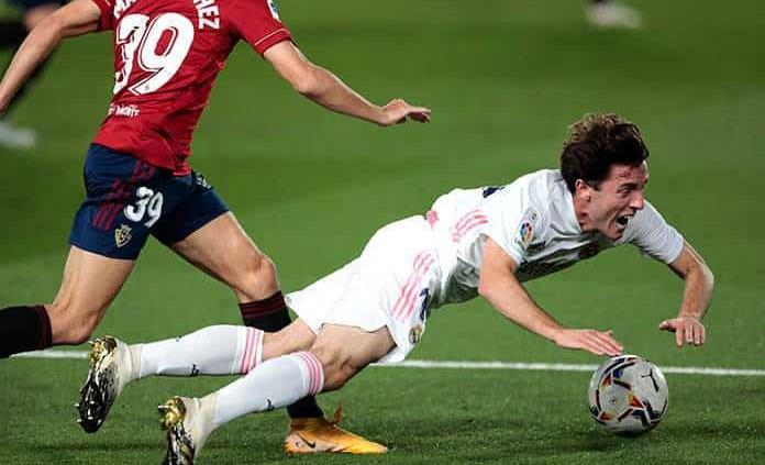 Sevilla tropieza y se rezaga en la pelea por el título