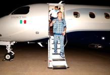 Canelo presume lujosa pijama en su llegada a Texas