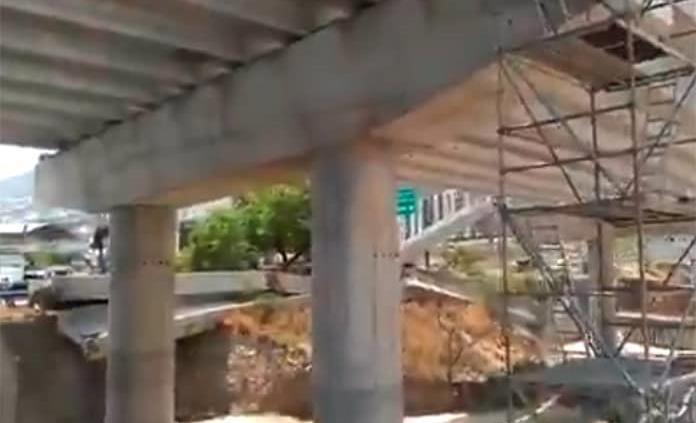 Cae viga de concreto de obra carretera en Santa Catarina, NL (VIDEO)
