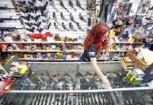 Al amainar la pandemia, resurge en EEUU antiguo temor: los tiroteos