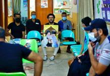 En Irak, clérigo chií ayuda en campaña de vacunación