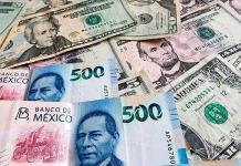 El peso hila cuatro semanas de depreciación y cae a 20.71 por dólar