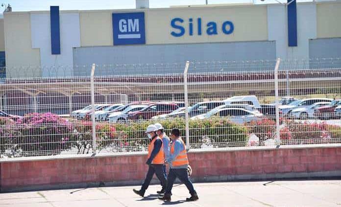 Suspenden producción de camionetas por falta de semiconductores