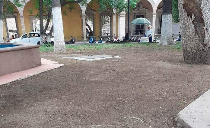 En el abandono Plaza de Armas
