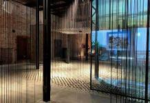 México derriba muros con un proyecto de 5,000 plomadas en la Bienal veneciana