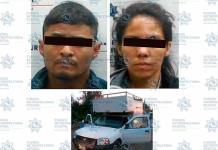 Pareja es apresada con una camioneta robada