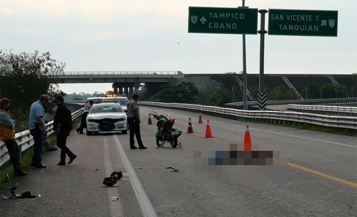 Un muerto y un herido en un choque entre motocicletas en el libramiento Valles-Tamuín
