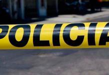 Motociclista se impacta contra un poste y muere