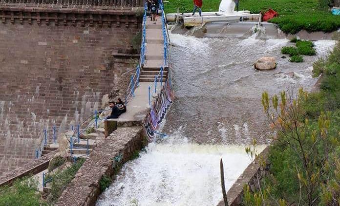Abren compuertas de presas San José y El Potosino; mantienen cierre de bulevar Río Santiago