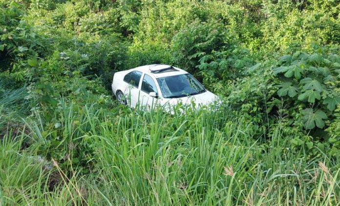 Se accidentan funcionarios del Ceepac en la carretera libre Valles-Rioverde