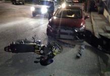 Motociclista provoca un accidente vial