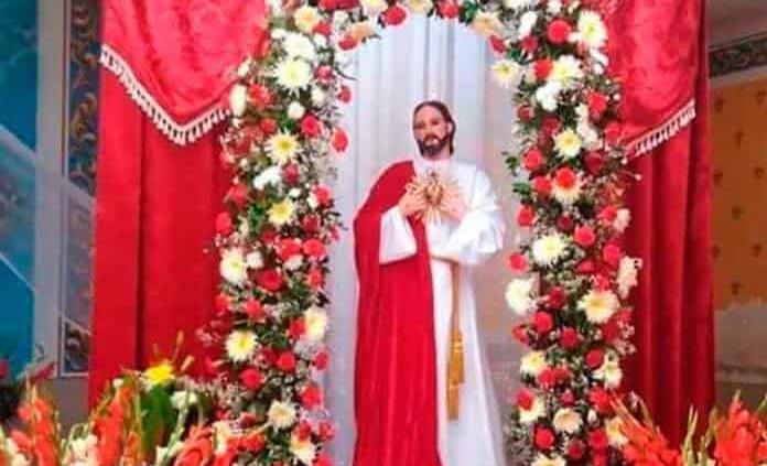 Llama la Iglesia a orar por el Sagrado Corazón