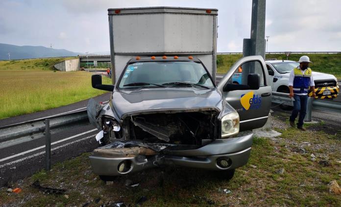 Hombre que transportaba refacciones automotrices a Ciudad Valles sufre un accidente