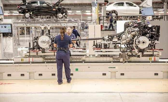 Duplicó BMW meta original de empleos
