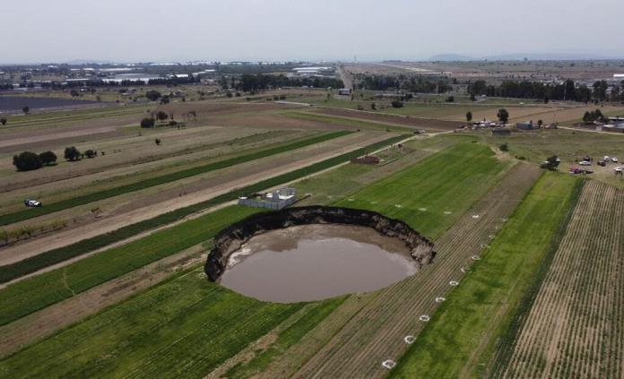 Autoridades advierten que socavón en Puebla seguirá creciendo