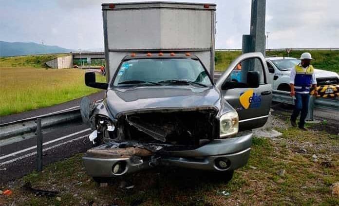 Conductor que traía refacciones automotrices sufre un accidente