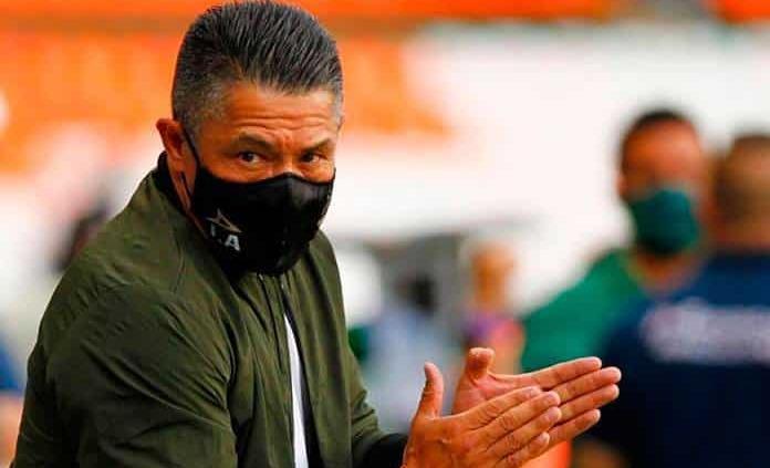 Costa Rica despide a su DT; Ambriz podría llegar