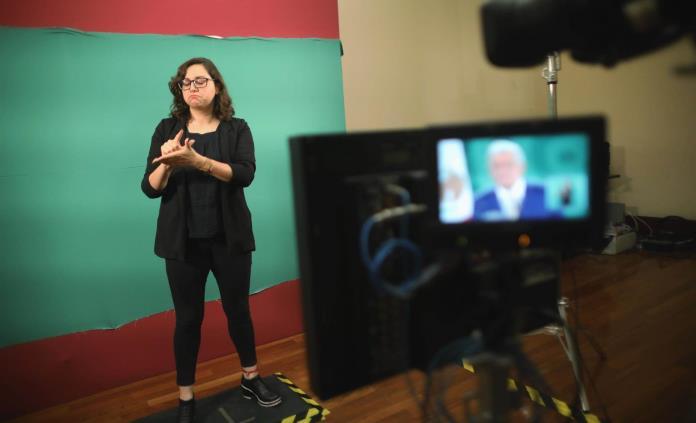 El reto de traducir a López Obrador en lengua de señas