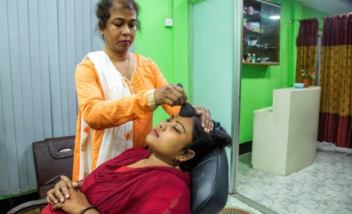 Las transgénero en Bangladesh, un futuro laboral más allá de la prostitución