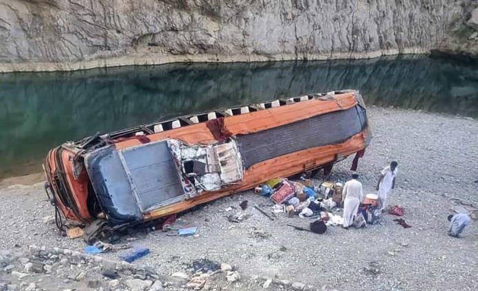 Un camión con peregrinos vuelca en Pakistán, hay 20 fallecidos