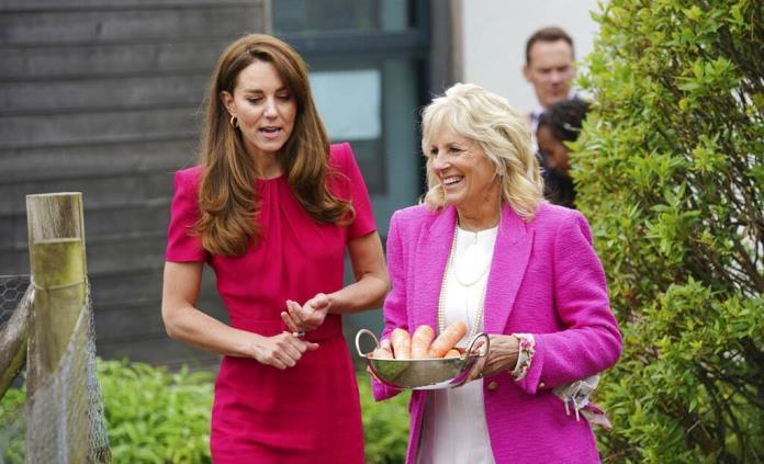 Jill Biden y la duquesa de Cambridge, entre niños y conejos en Cornualles