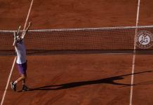 Tsitsipas vence a Zverev logra pase a la final en Francia