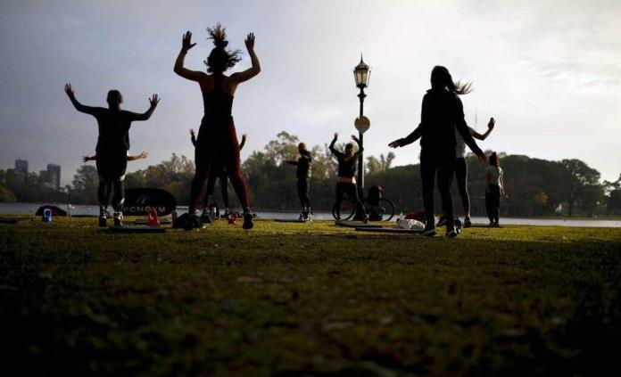 Parques de Buenos Aires, llenos de gente que busca oxigenarse
