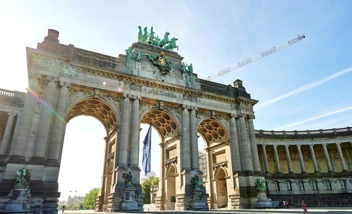 Bruselas reviste sus monumentos para la cumbre de la OTAN del próximo lunes