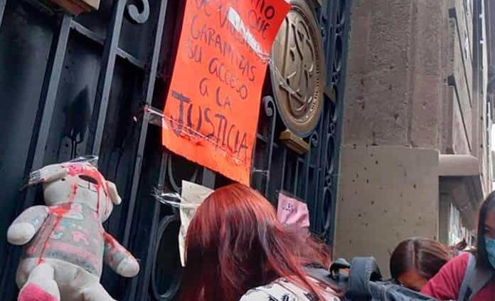 Protestan ante la SEP por red de explotación infantil
