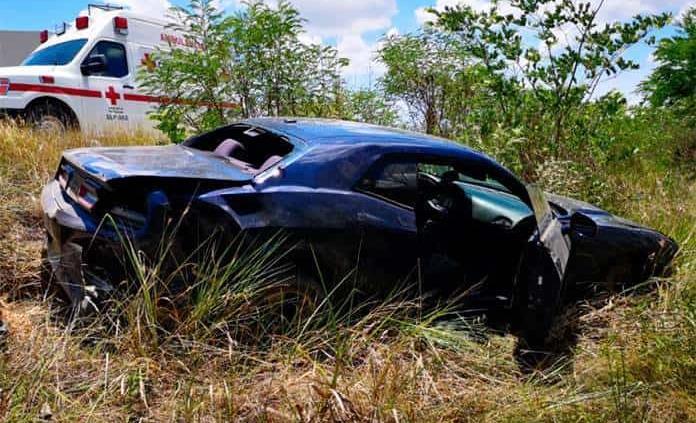 Colisionan dos vehículos cerca del ejido Tampaya