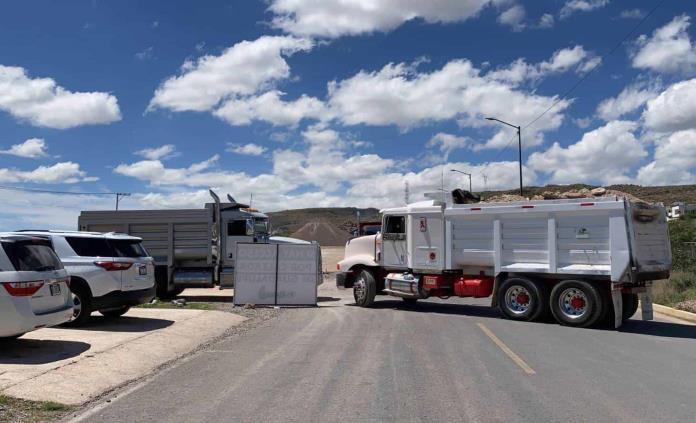 Integrantes de CATEM bloquean la avenida Juárez