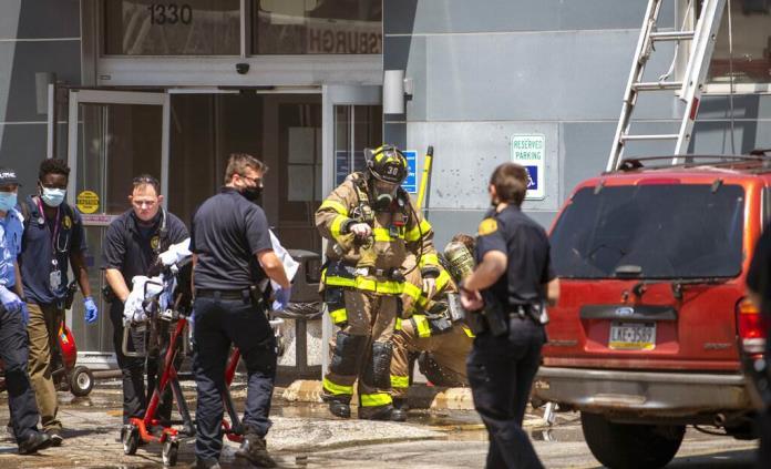 Vehículo se estrella contra centro de donación de plasma en EEUU; mueren 3