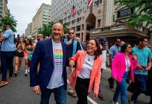Kamala Harris se suma a una marcha por el orgullo LGBTQ+ en Washington