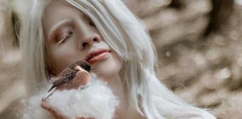 La modelo albina mexicana que aprendió a abrazar su condición