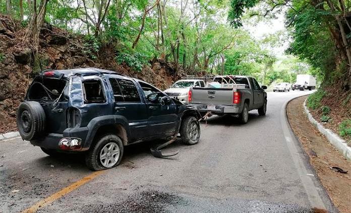 Dos accidentes sobre la carretera libre Valles-Rioverde; un lesionado