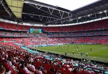 Un aficionado, en estado grave tras caerse de la grada de Wembley