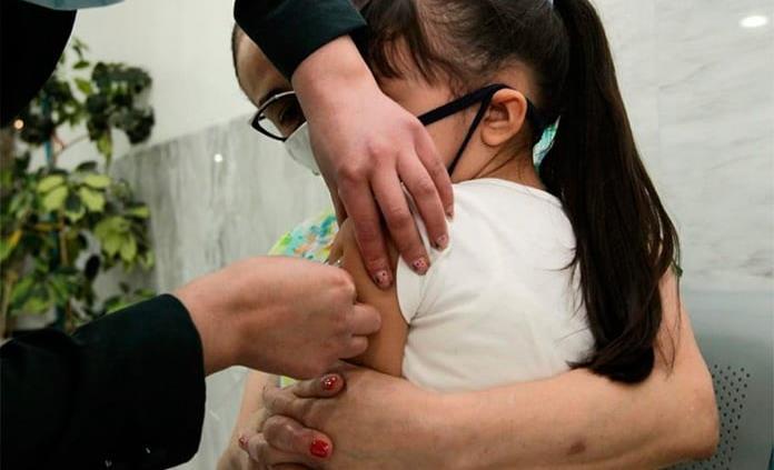 Llama IMSS a complementar esquemas de vacunación de niñas y niños menores de 9 años