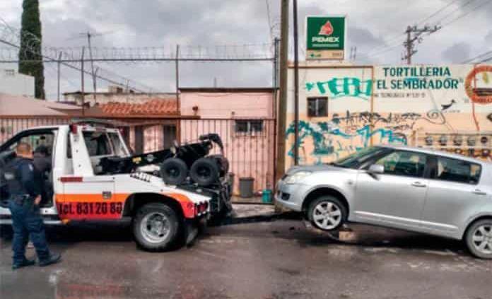 Policías de Soledad aseguran dos vehículos con reporte de robo